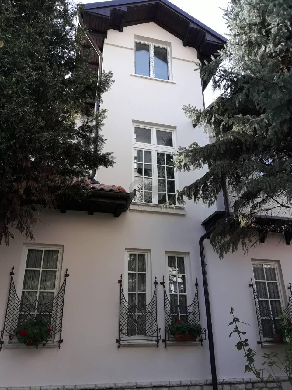 Kuća DEDINJE 2100000 EUR