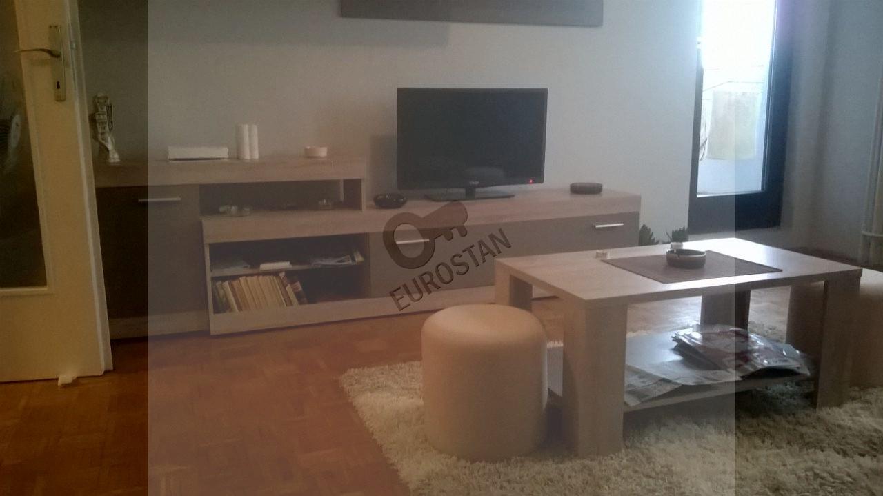 BARAJEVO GAJ - Cara Lazara, površina: 67(2L), struktura: 2