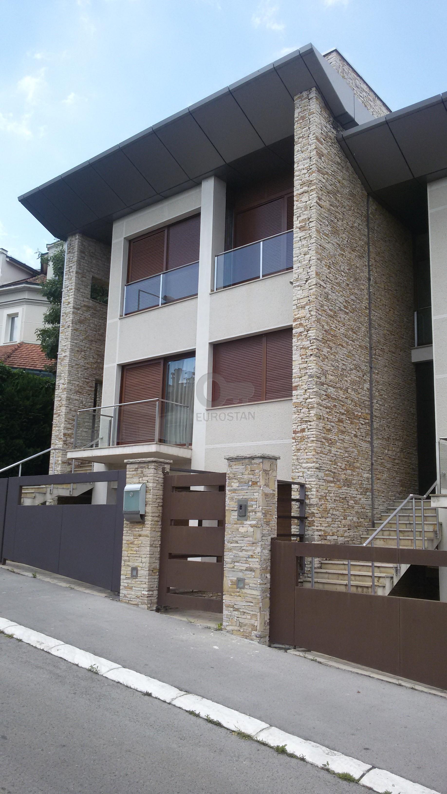 Kuća DEDINJE 750000 EUR