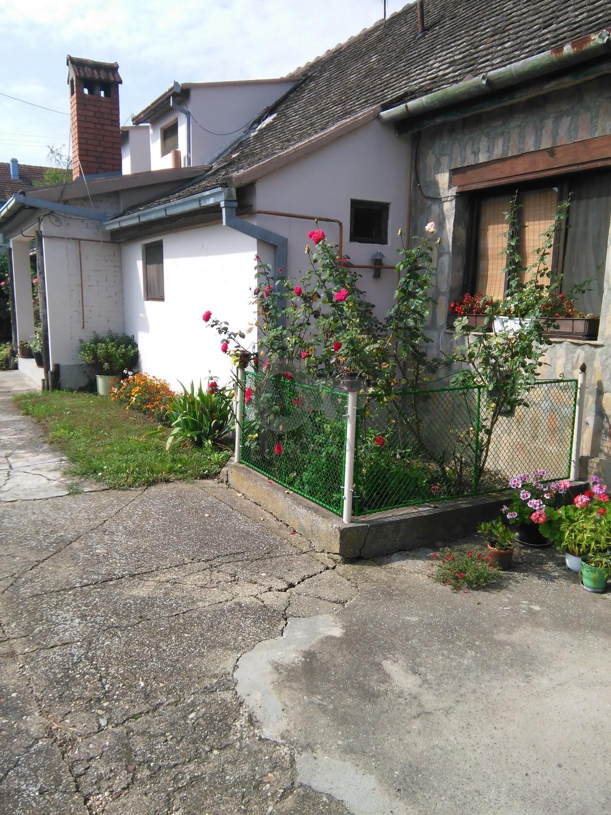 Kuća STARI BANOVCI 47000 EUR