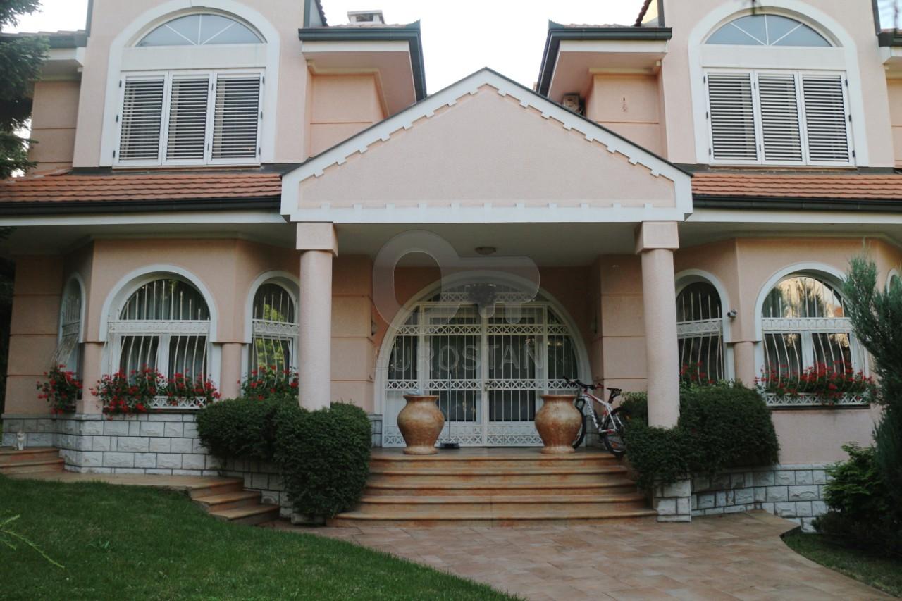 Kuća DEDINJE DIPLOMATSKA KOLONIJA 2500000 EUR