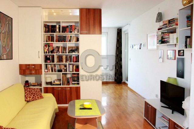 Stan BLOK 67 BELVIL 98000 EUR