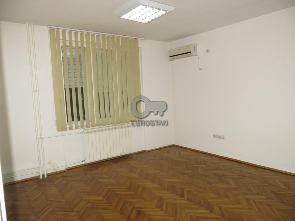 Poslovni prostor EKONOMSKI FAKULTET 250 EUR