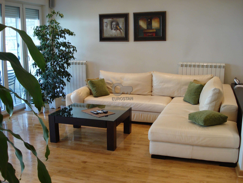 Kuća DEDINJE 295000 EUR