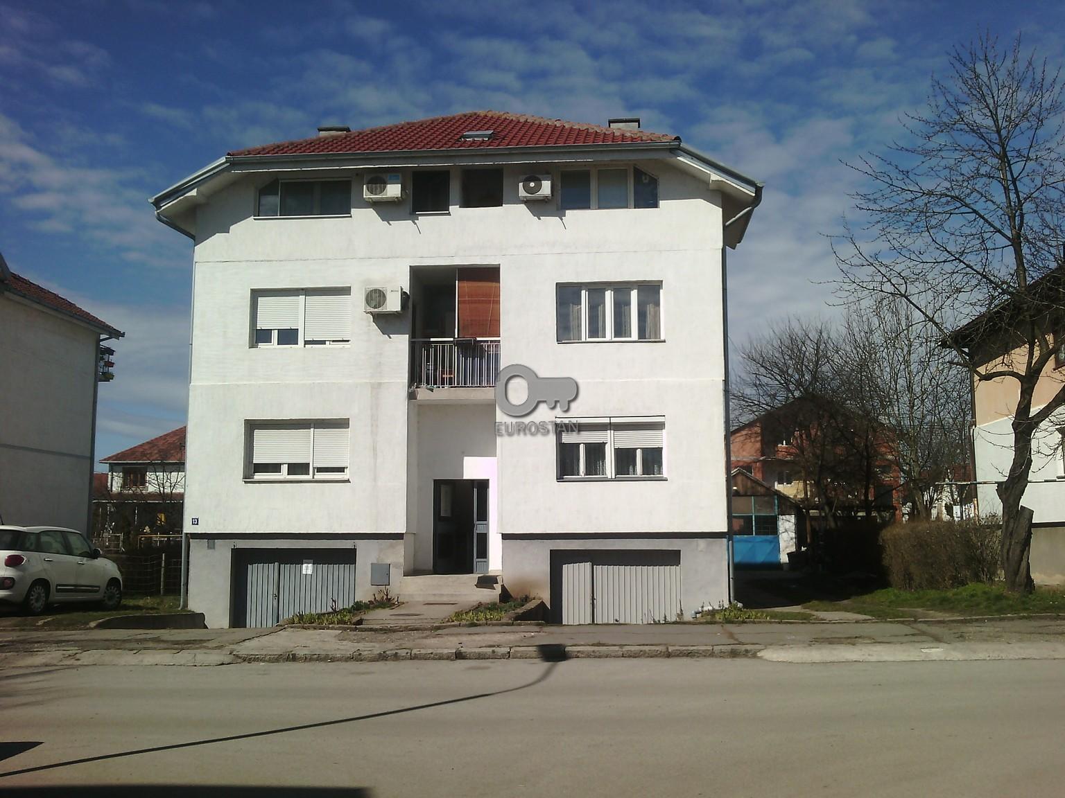 Stan , Beograd (grad) , Prodaja | Stan Zemun Polje 14900 Eur