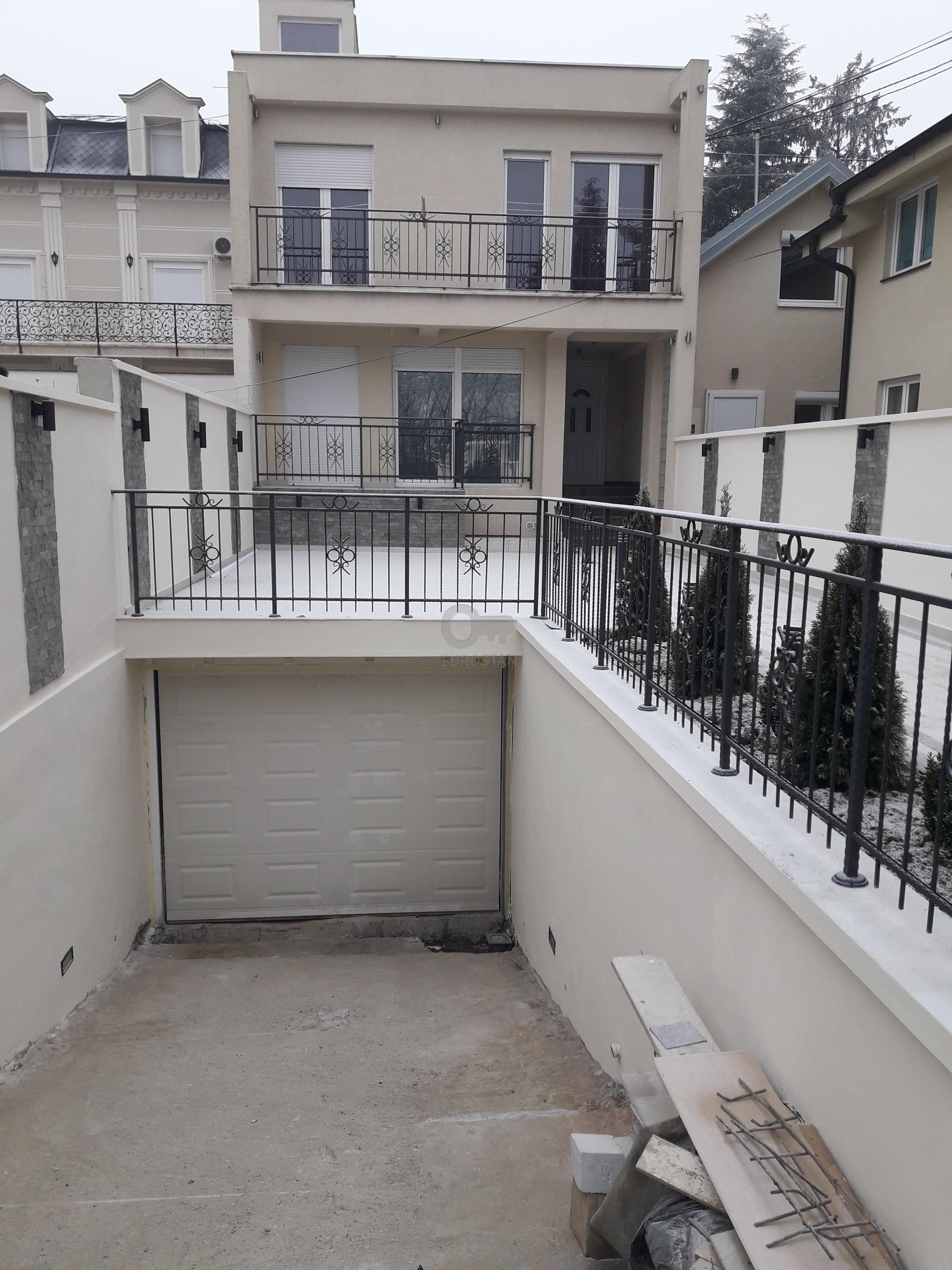 Kuća DEDINJE 1400 EUR
